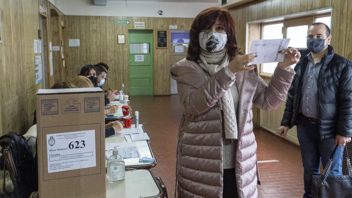 Cristina votó en Río Gallegos y se tomó fotos con la gente
