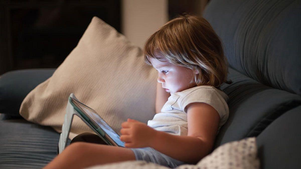 Alertan sobre el excesivo uso de pantallas en niños y adolescentes