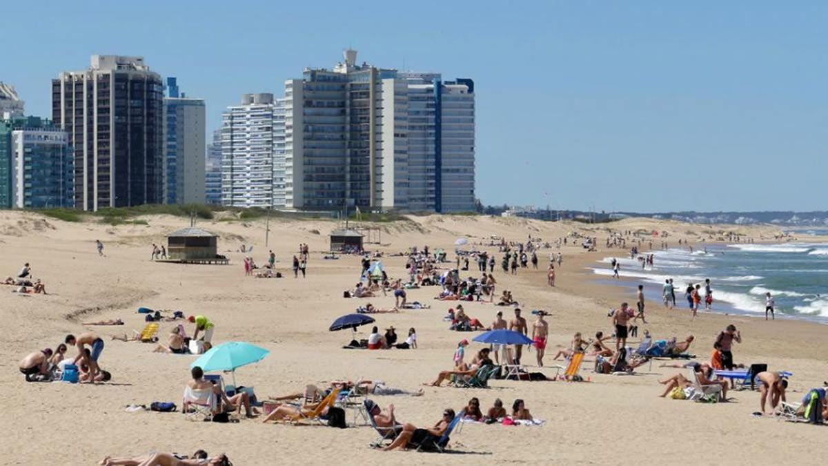 Uruguay busca seducir a turistas argentinos ofreciendo tercera dosis