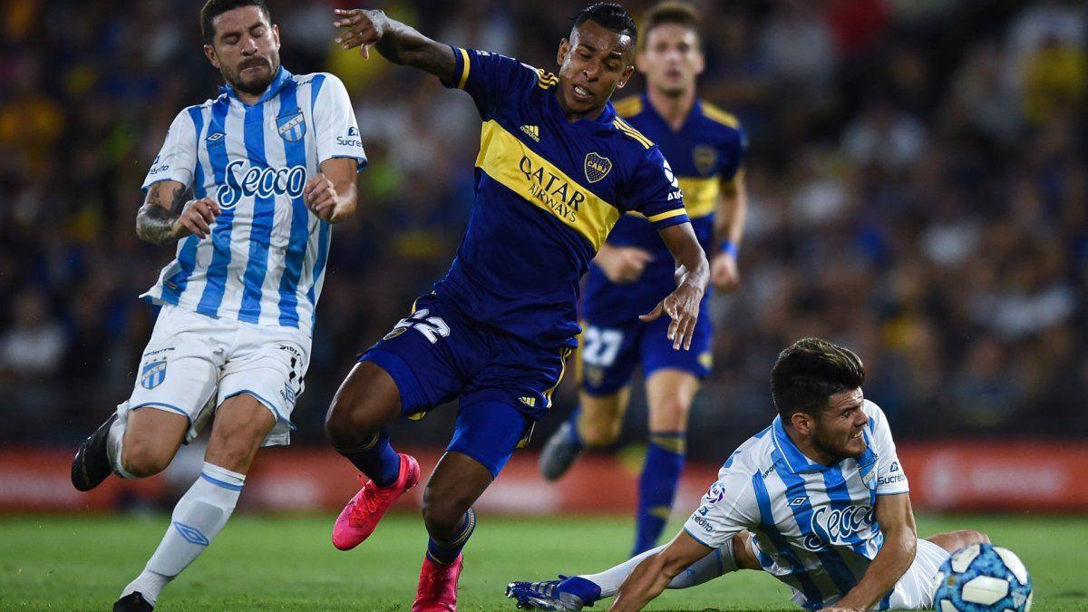 Boca llega a Tucumán sin resolver el conflicto con Villa
