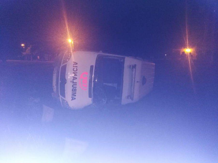 Ambulancia que trasladaba a una embarazada chocó en Los Aguirre