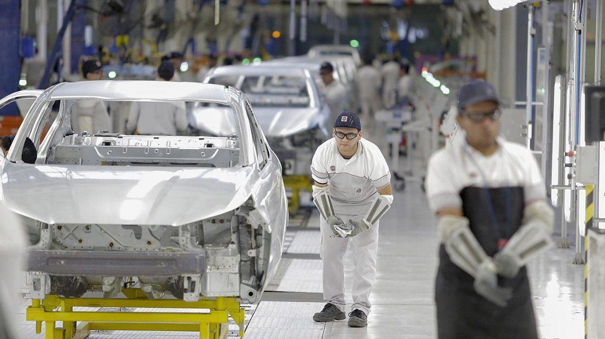 Cifras de la recesión: la industria cayó 6,9% en 11 meses
