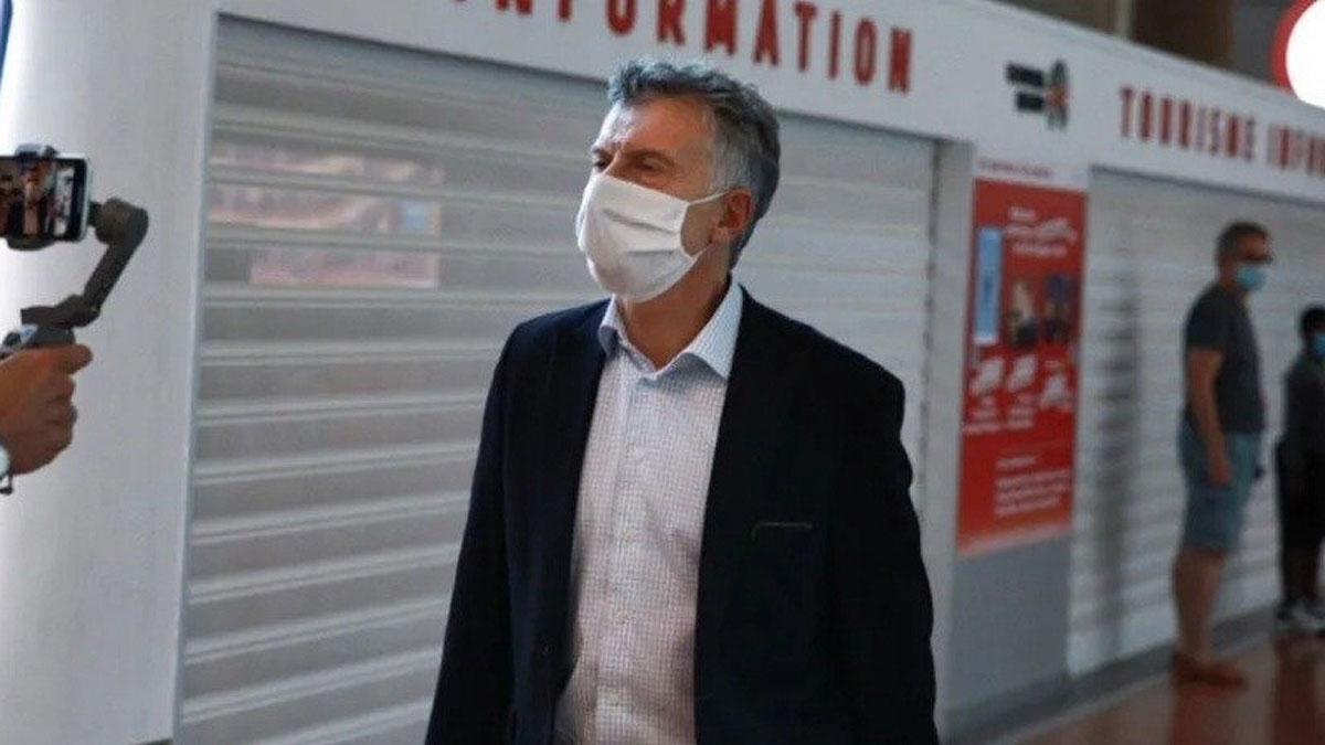 A Macri le extirparon un tumor benigno y quedará internado
