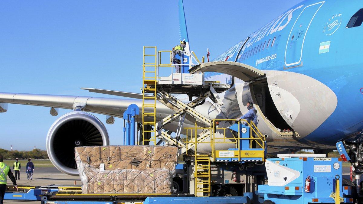Partió el avión de Aerolíneas hacia China en busca de vacunas