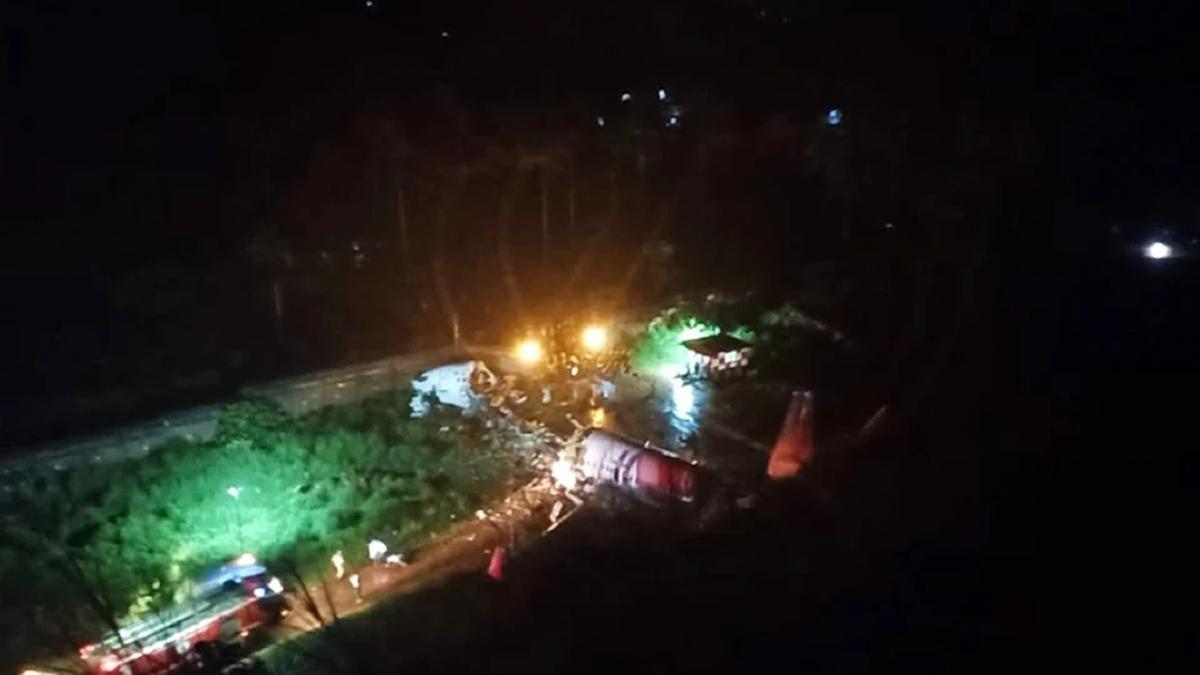 Avión con 191 personas se partió en dos al intentar aterrizar