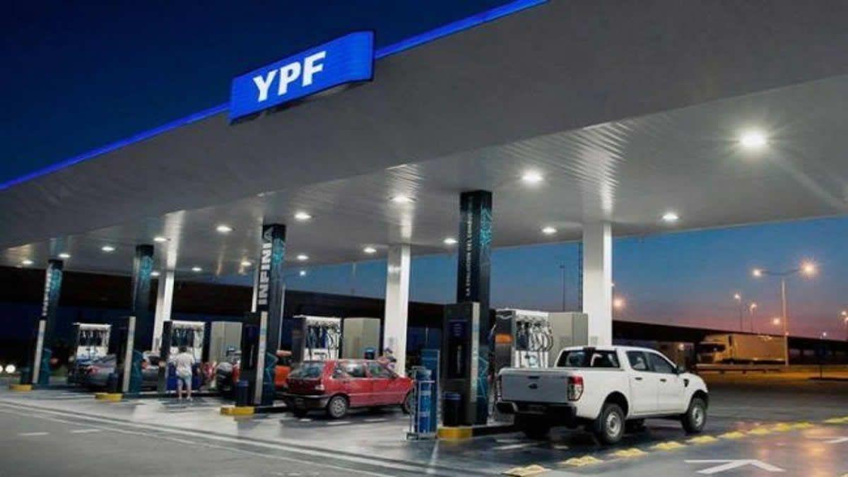 El Gobierno avanza con cambios en la cúpula de YPF