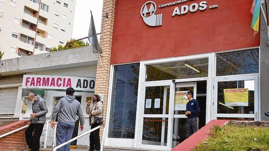 En una clínica de Neuquén aíslan a 300 empleados