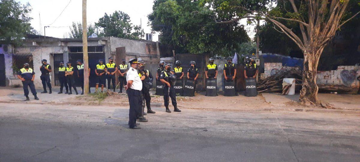 La policía realizó allanamientos en 11 de Marzo y hubo detenidos.