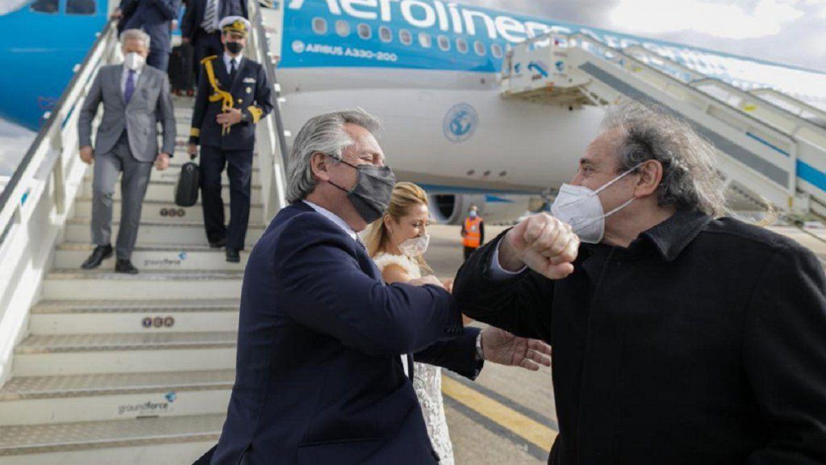 Alberto Fernández arribó a Madrid para seguir la gira
