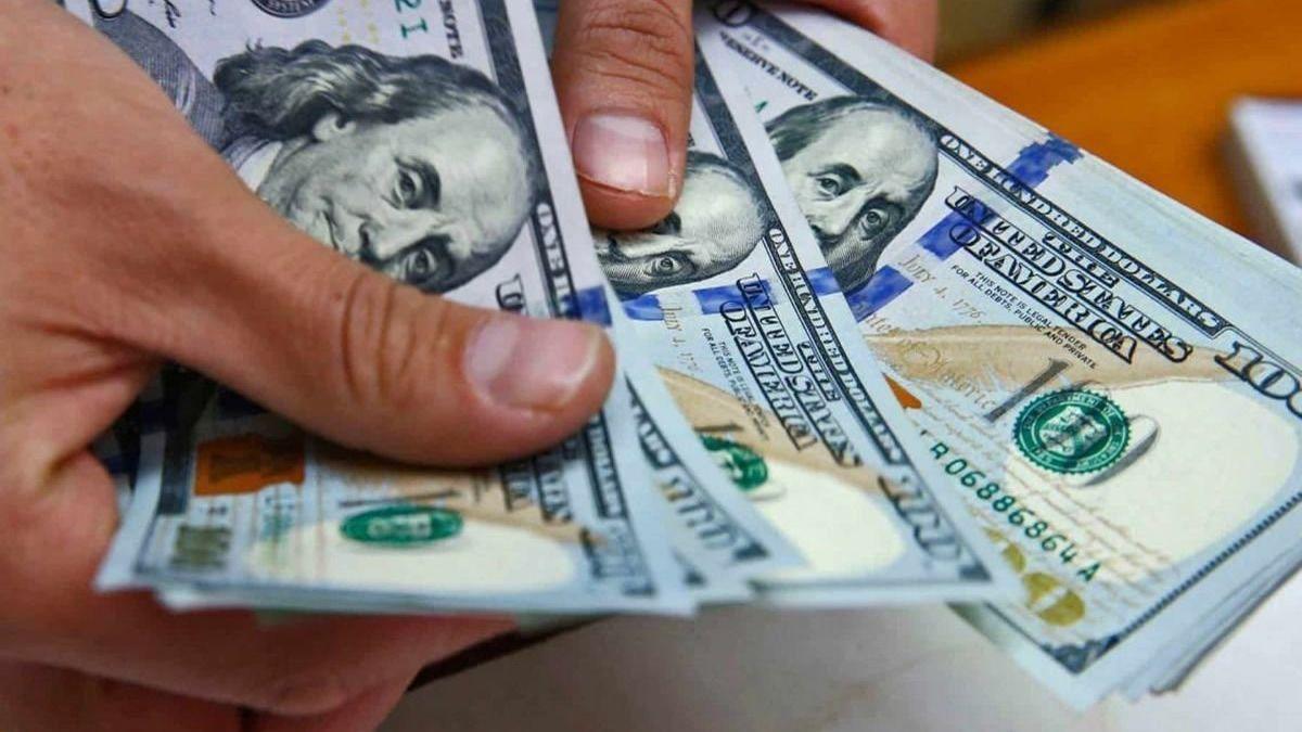 El dólar blue y otro incremento: ¿a cuánto abrió la semana?