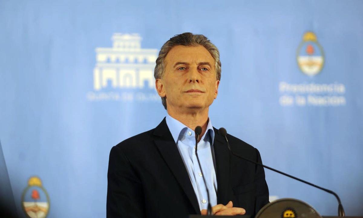 Macri apeló a la prohibición de salir del país