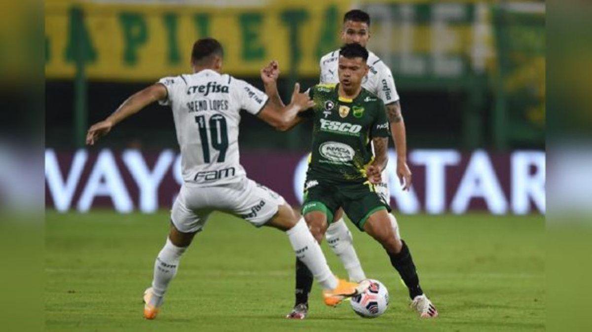 Defensa perdió 2 a 1 con Palmeiras y deberá ganar en Brasil.