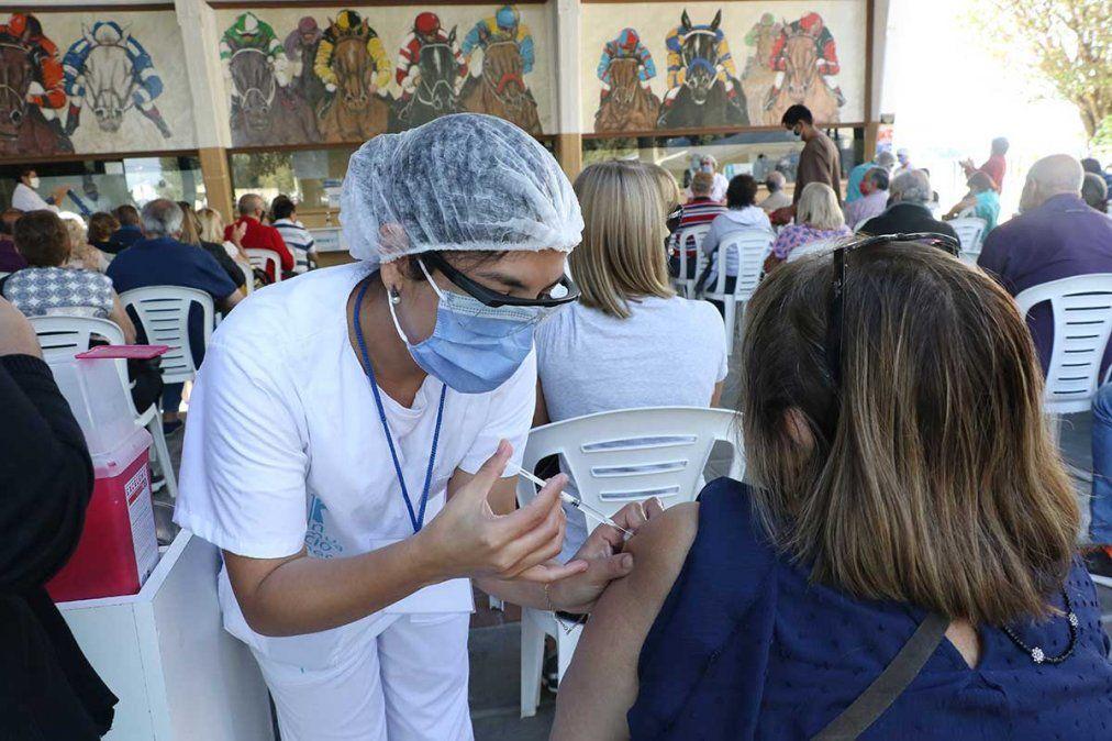Vacunas en Tucumán: La demanda por turnos es altísima