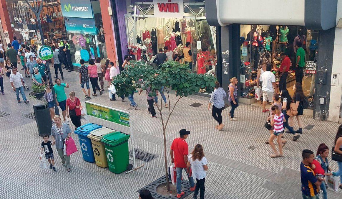El lunes no habrá atención en en centro tucumano por ser el Día del Empleado de Comercio.