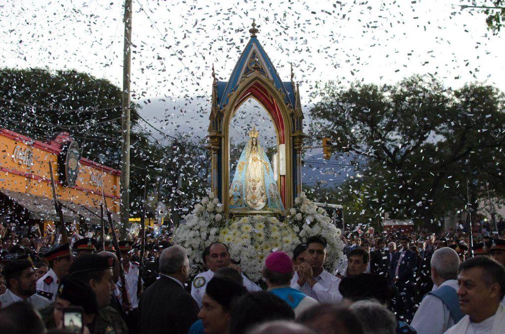 Tucumanos peregrinan para encontrarse con la Virgen del Valle