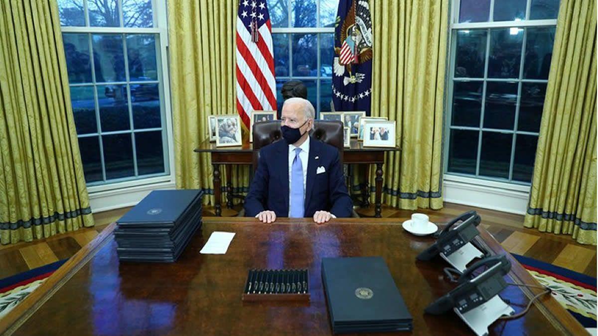Biden firmó sus primeros decretos como presidente