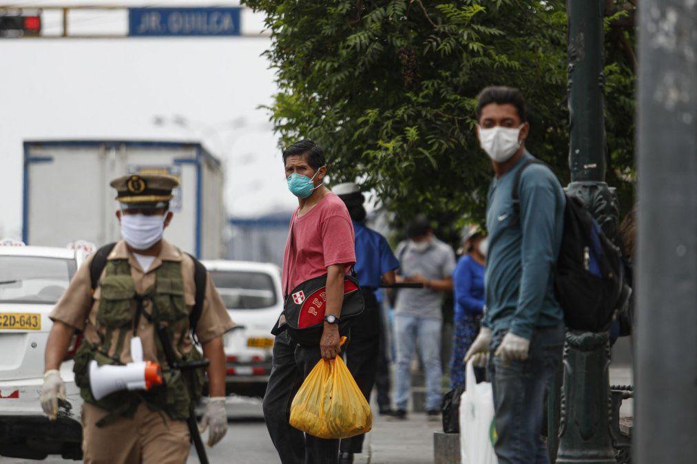 Perú relaja restricciones en las zonas menos afectadas