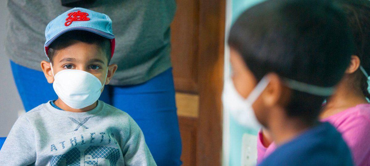 ¿Cuál es la diferencia entre covid y un resfrío en los niños?