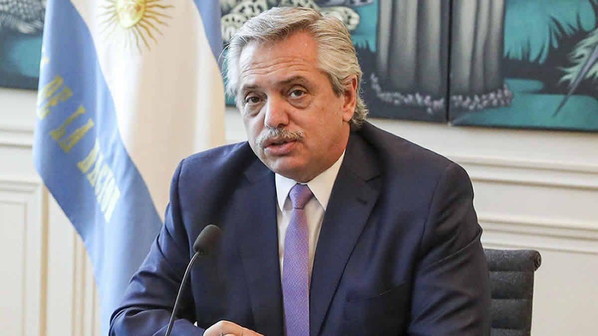 Alberto Fernández continúa con un cuadro clínico leve
