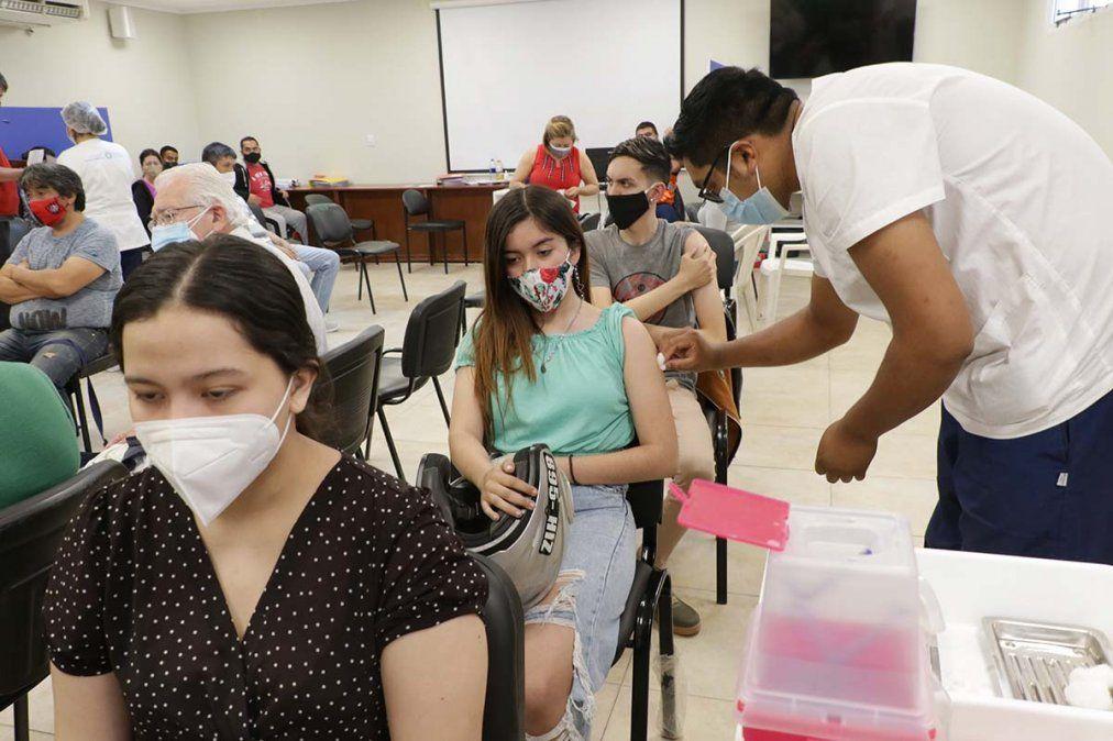 Vacunación en Tucumán: abren inscripción para jóvenes de 16 años