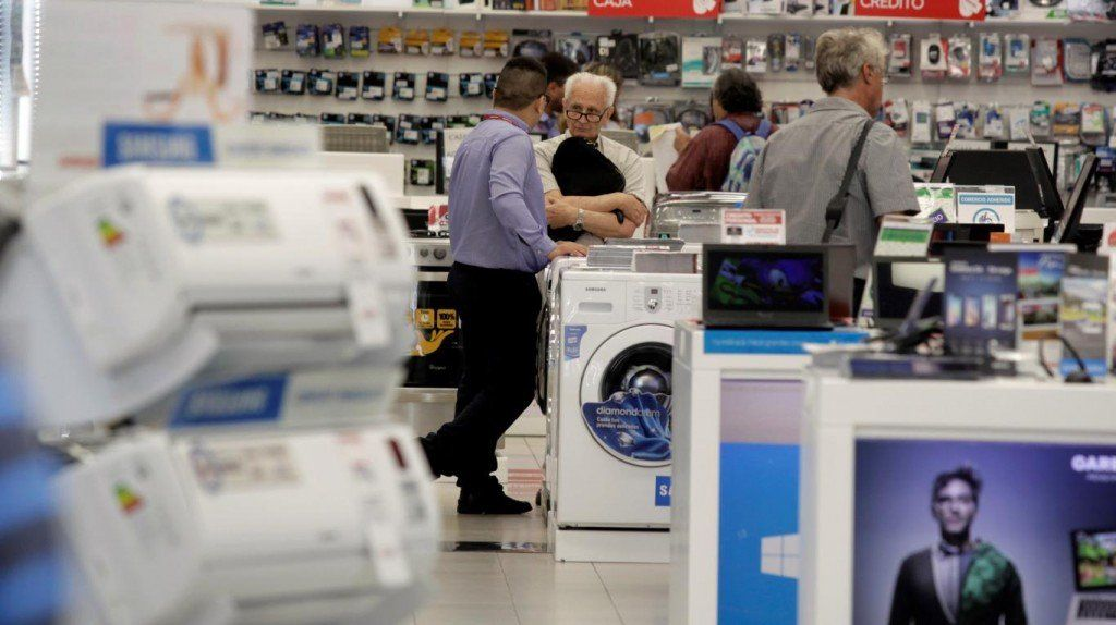 Las compras de electrodomésticos cayeron un 33% en el primer semestre