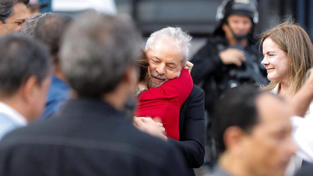 A lo Rocky Balboa: así celebró Lula su liberación
