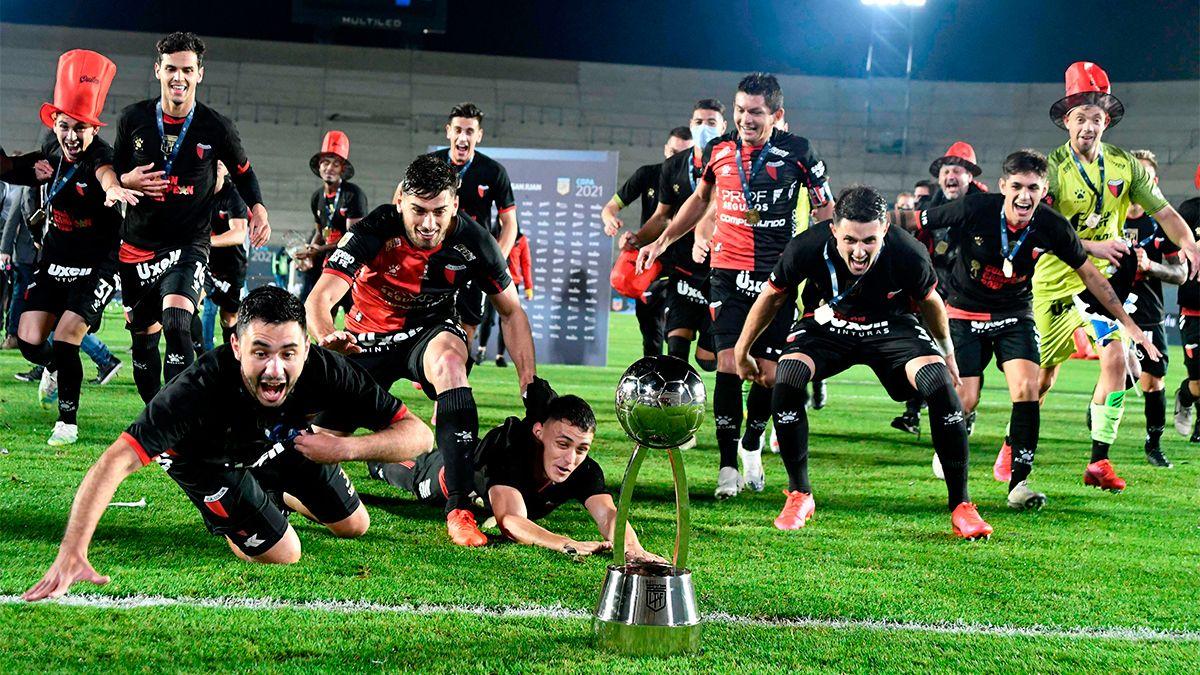 Copa de la Liga: Colón goleó a Racing y se coronó campeón
