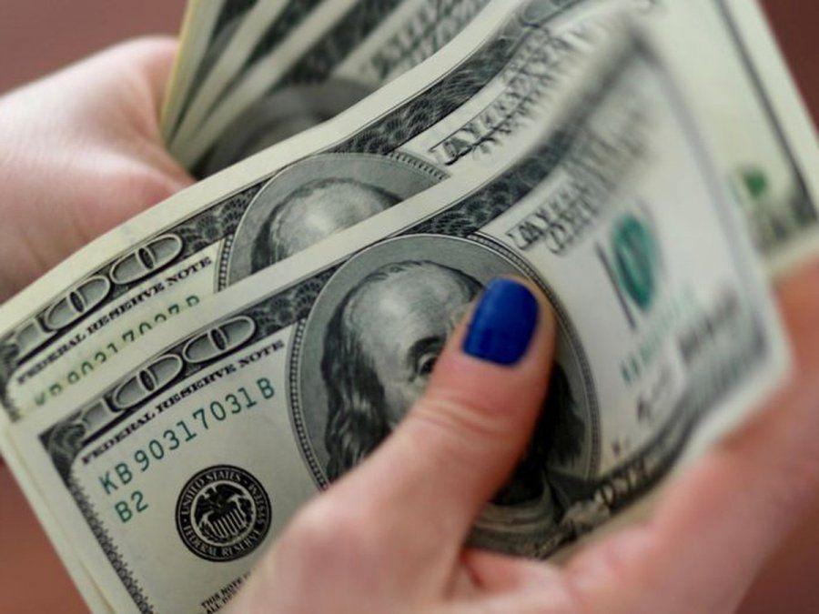 Dólares: en agosto compraron 11 personas por segundo