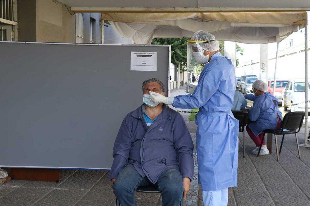 El personal sanitario realiza testeos en distintos hospitales. Foto MSPT
