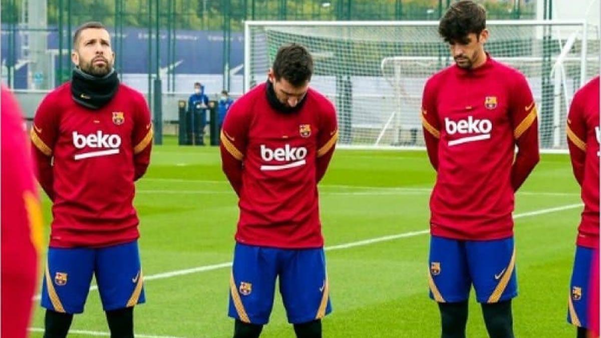 Barcelona, con Messi a la cabeza, homenajeó a Diego Maradona