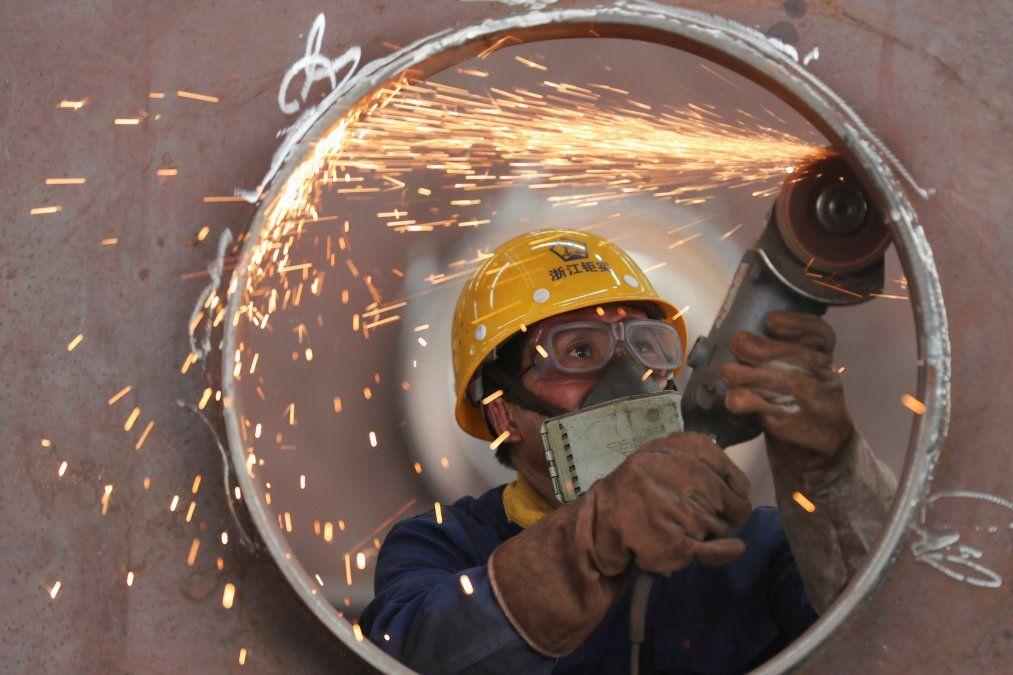 La construcción cayó el 34% y la industria el 13,4%