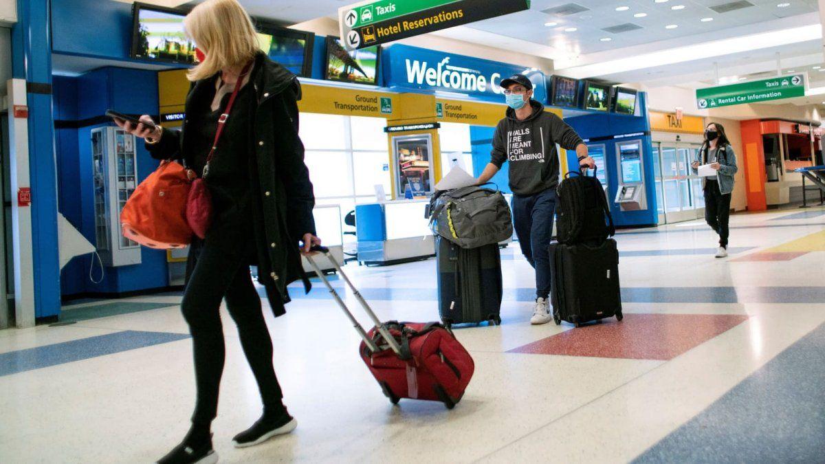 EE.UU. exigirá test negativo de covid a pasajeros internacionales