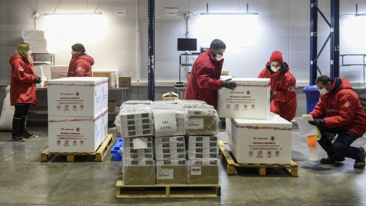 Salud de la Nación distribuirá las más de 930 mil dosis de AstraZeneca que arribarán este lunes.