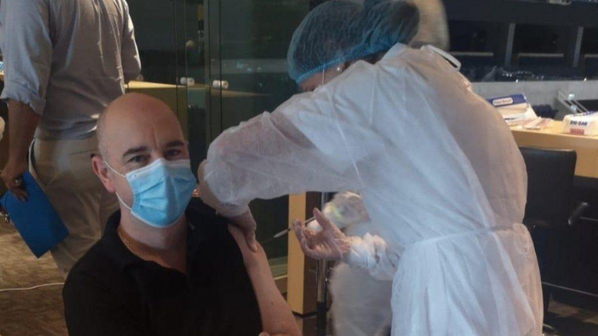 Uruguay comenzó la vacunación al personal esencial