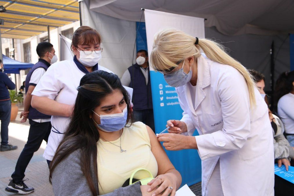 Vacunas Moderna: La próxima semana comienza la vacunación a menores