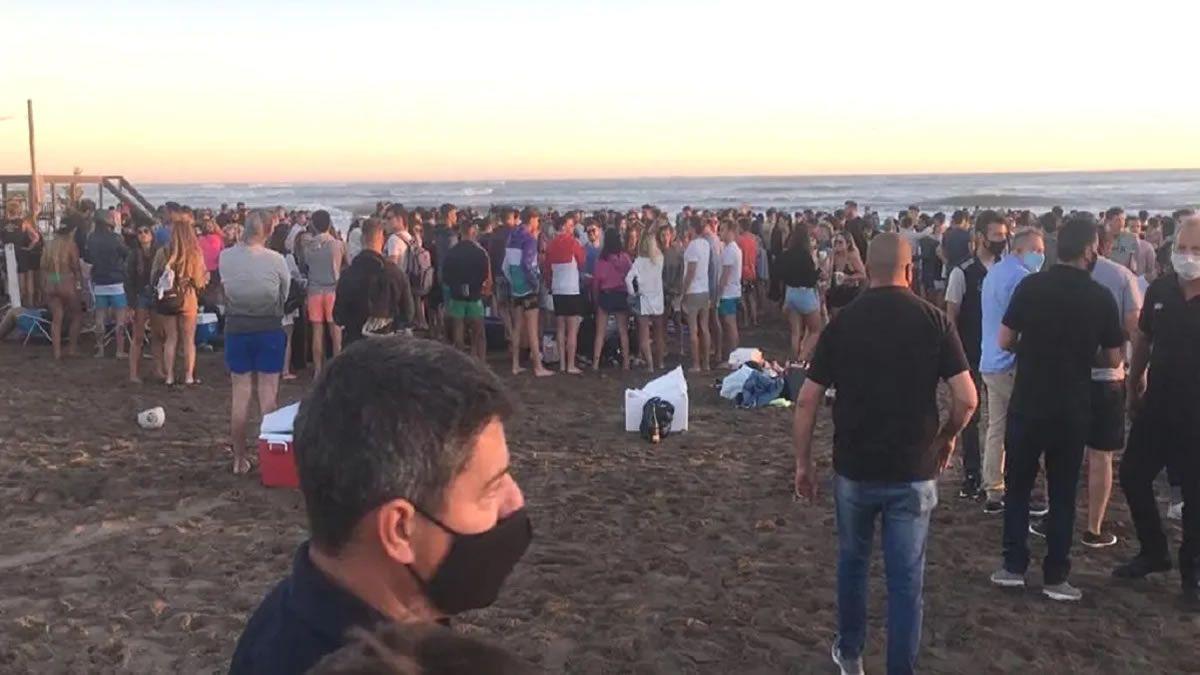 En Mar del Plata cerraron el ingreso a una playa por aglomeración de jóvenes