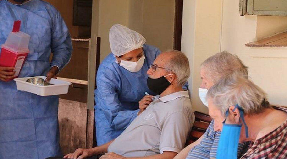 Vacunaron contra el Covid-19 a residentes de geriátricos