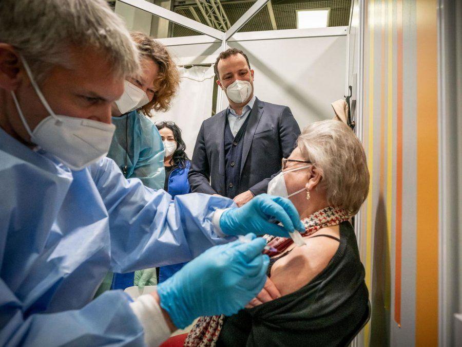Alemania pondrá restricciones para los no vacunaos si suben los casos.