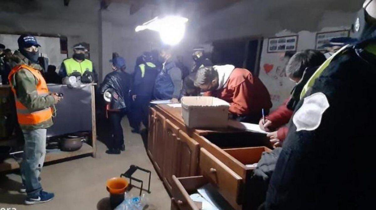 El Mollar: desarticulan fiesta clandestina con 150 personas