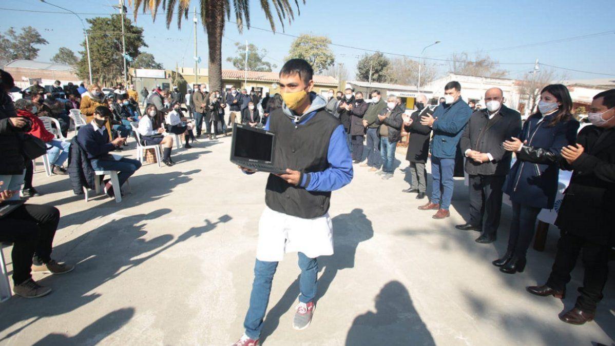 Manzur en Monteagudo: netbooks e inauguraciones en el sur
