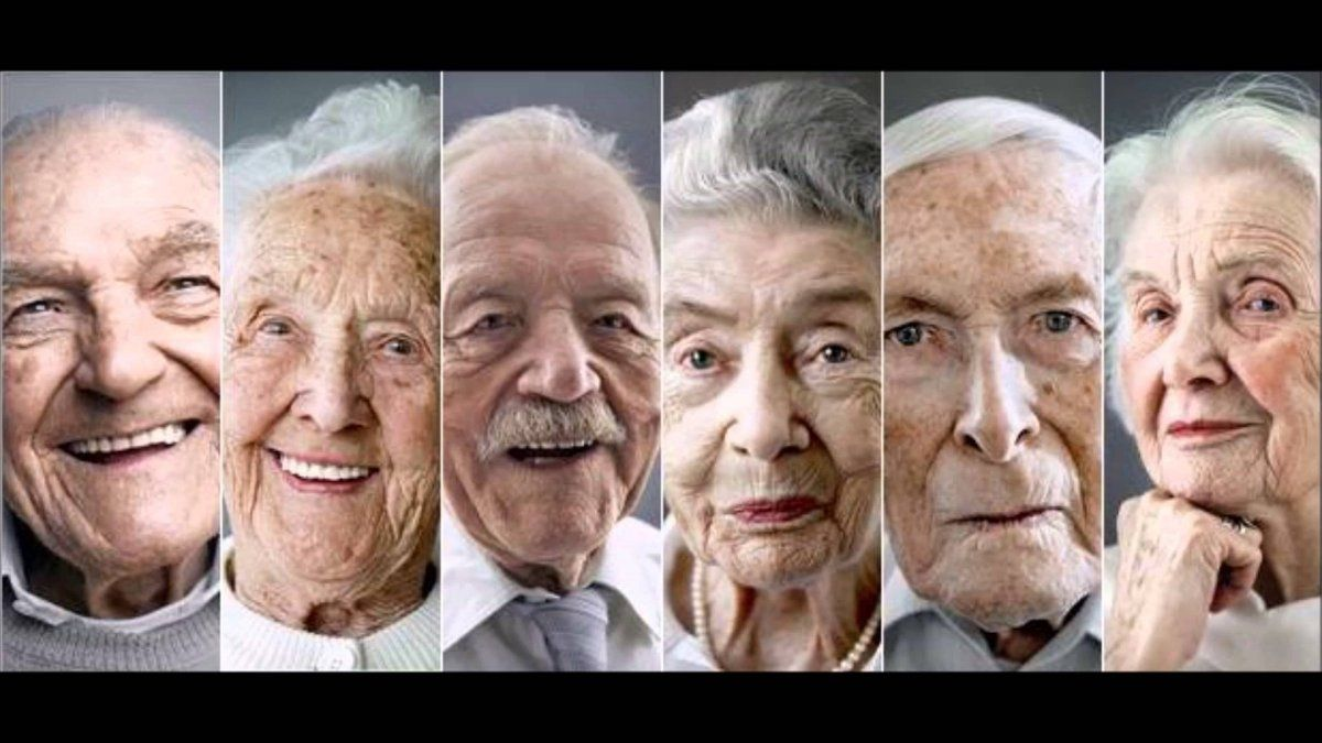 Con el viejismo se cae en la discriminación por la vejez de una persona.