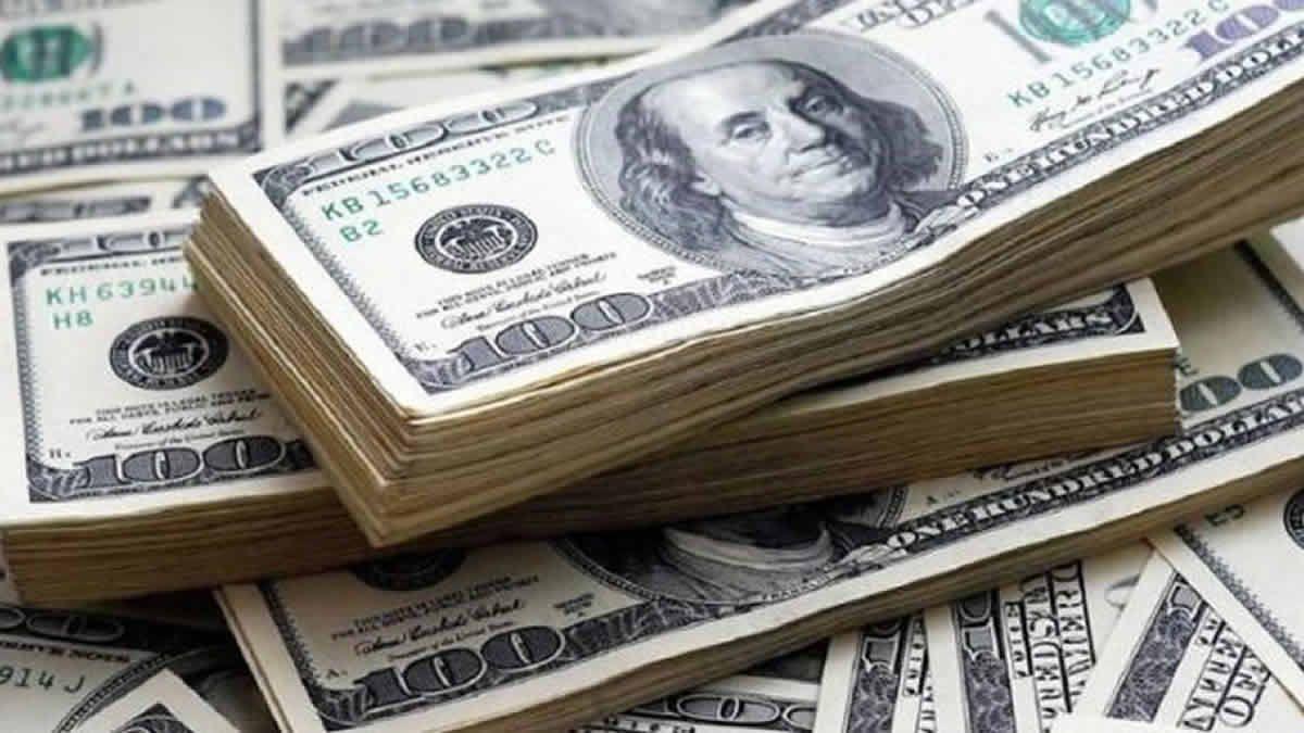 El dólar blue cayó sobre el cierre y se ubica en $147
