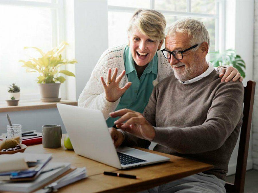 Banco Macro busca adaptar a los jubilados a la virtualidad