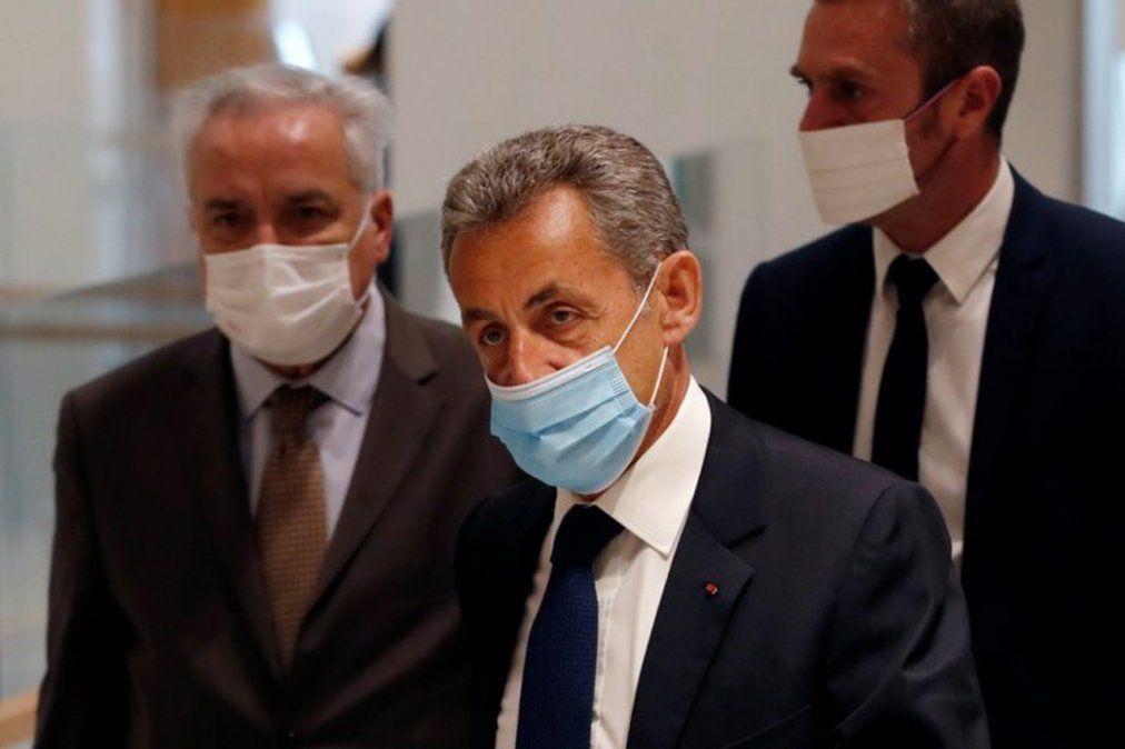 Nicolás Sarkozy fue condenado a tres años de prisión