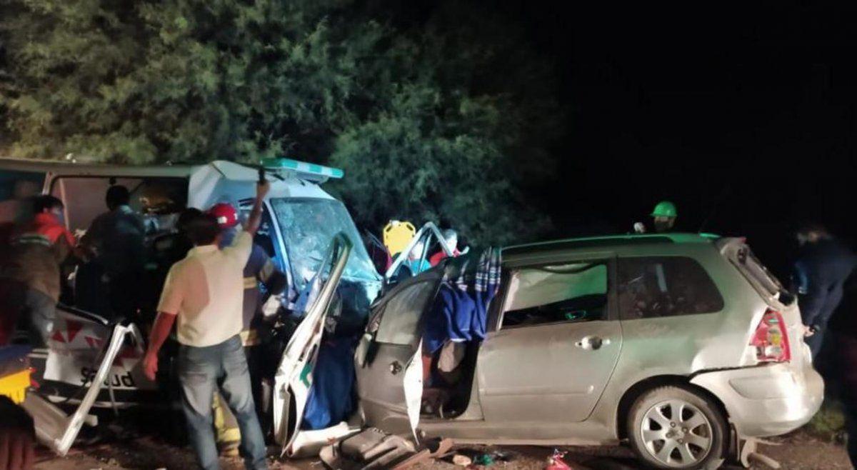 Nueve muertos tras un choque entre una ambulancia y un auto